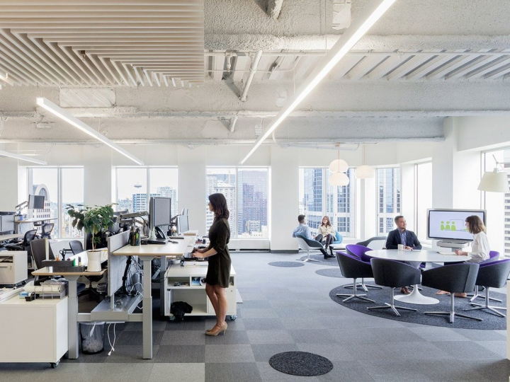 Empowering your office furniture with Standing Desk